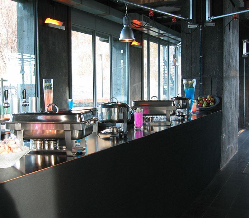Un bar design et contemporain dans la salle du SILO