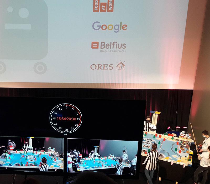 Concours de robotique, les coulisses avec écrans de retransmission en direct